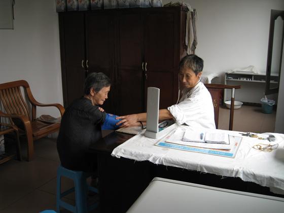 为老人测血压